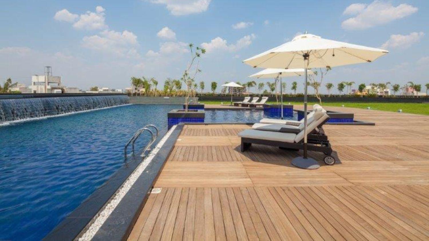 Balaji Sarovar Premiere Solapur-swimming pool1