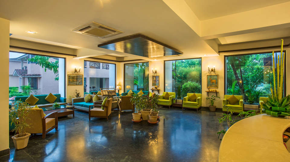 The Riverview Retreat, Corbett Corbett Lobby