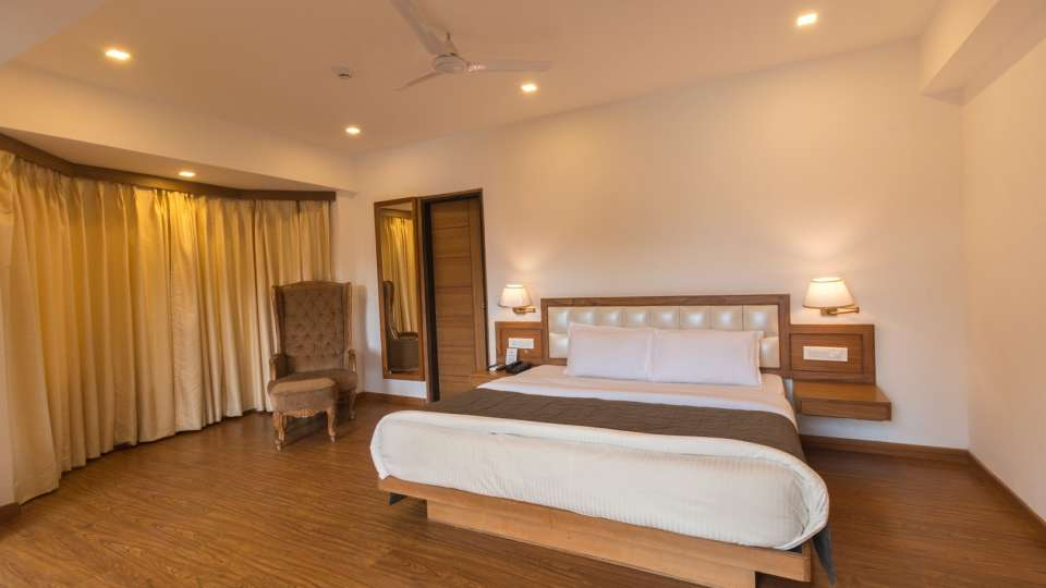 Suites Near Dehradun 1, Hotel Pacific Mussoorie, luxury hotel in Mussoorie