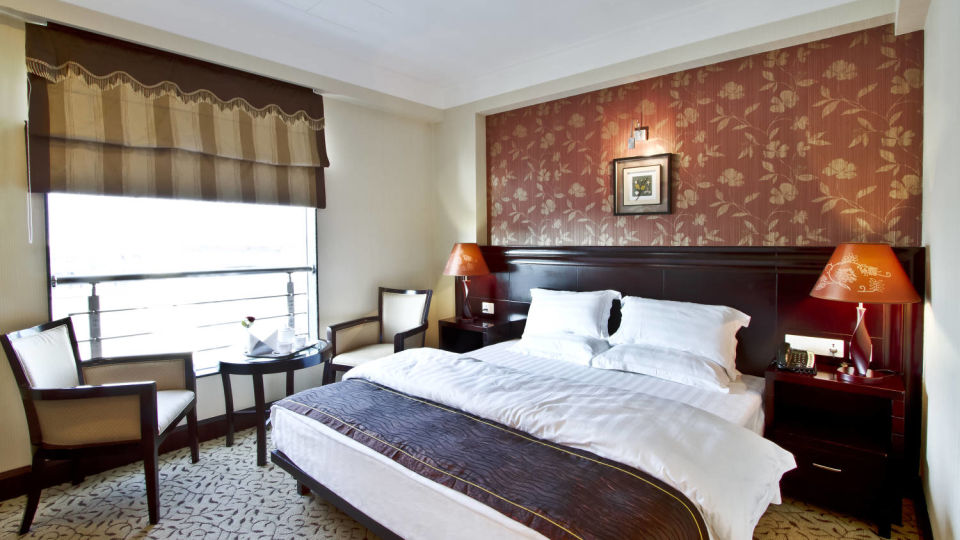 King size bed and interior of Club Deluxe room