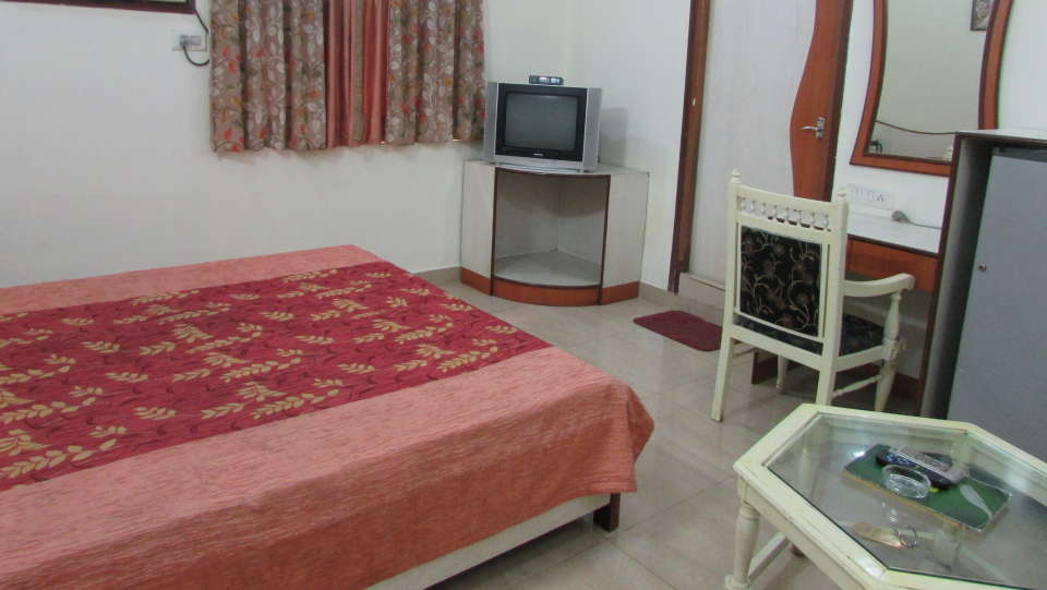 Hotel Swagath, Hazra Road, Kolkata Kolkata Deluxe AC 2 Bed Room Hotel Swagath Kolkata 1