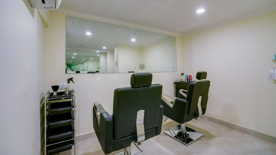 Salon at Hotel Royal Sarovar Portico Siliguri, Hotels in Silguri