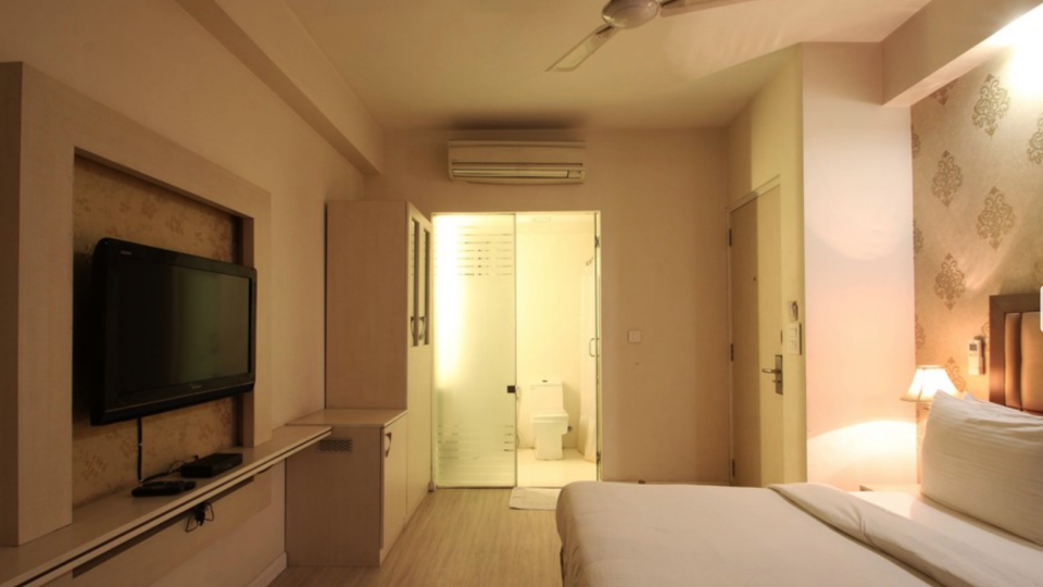 Superior Rooms Emblem Hotels Hero Honda Chowk Gurgaon 1