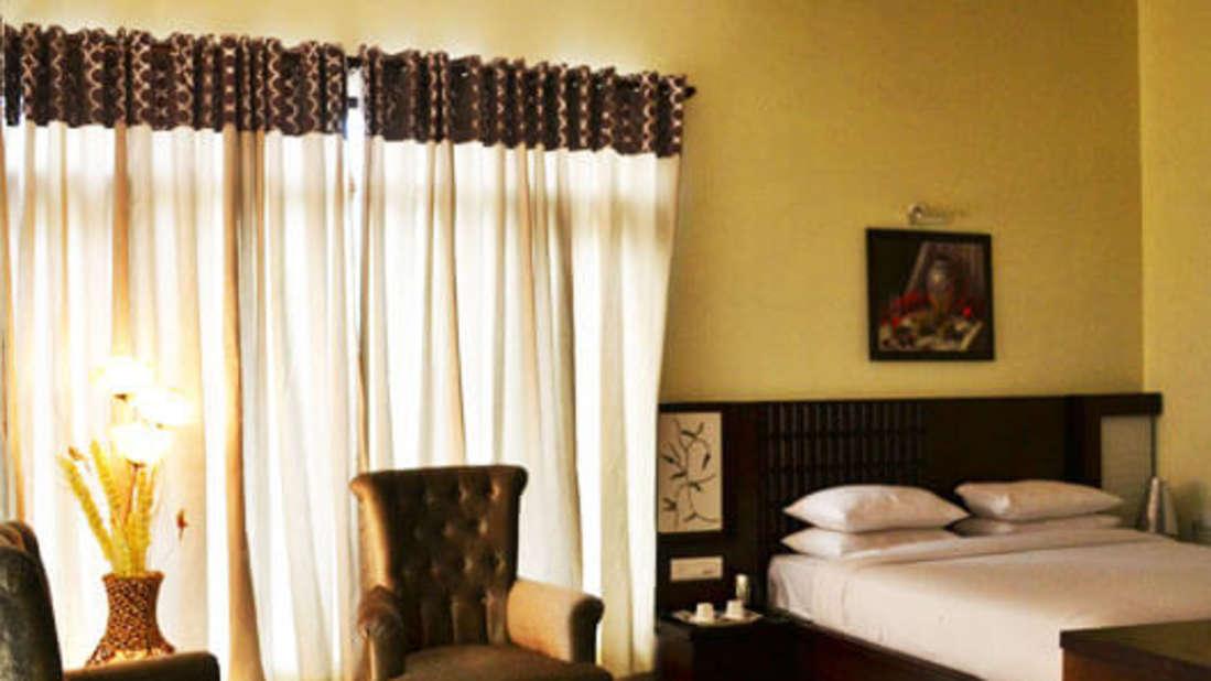 Leopard Duplex Corbett Wild Iris Spa Resort Ramnagar