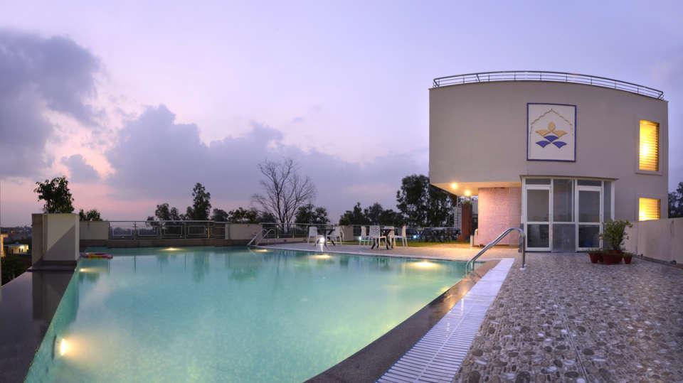Hotel Atulyaa Taj, Agra Agra Swimming Pool Hotel Atulyaa Taj Agra