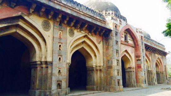 moth-ki-masjid-south-extension-2-delhi-tourist-attraction-x637e