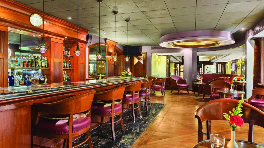 bar at hotel ramada plaza palm grove juhu beach mumbai