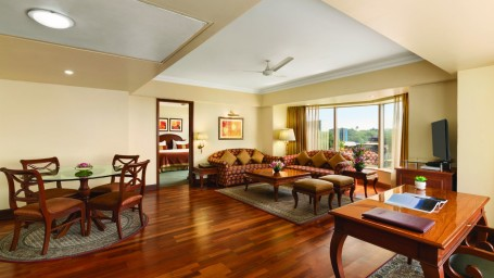 Deluxe Suite at Hotel Ramada Plaza Palm Grove Juhu Beach Mumbai, 5 star hotel rooms near Mumbai Airport