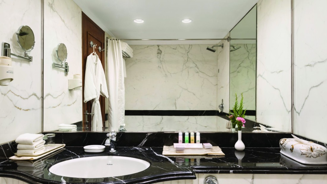 Bathroom at Ramada Plaza Palm Grove, Juhu Beach, Mumbai, 5 star hotel rooms in Mumbai asdasdf