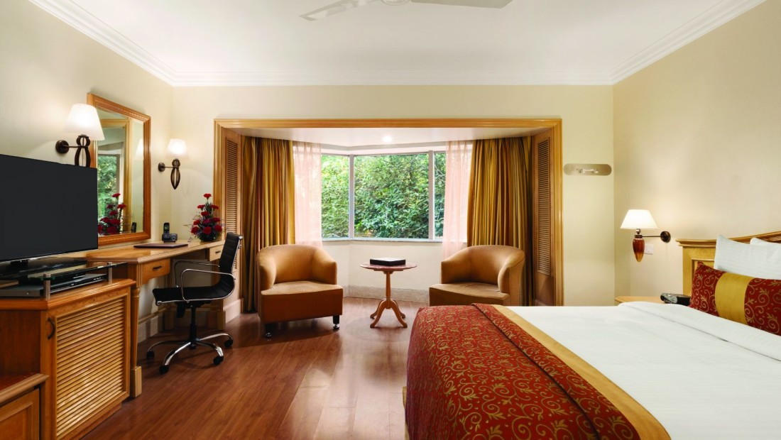 Deluxe Room at Hotel Ramada Plaza Palm Grove Juhu Beach Mumbai, 5 star hotel rooms in Mumbai
