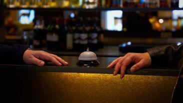 hotel-bar-4665212 1920