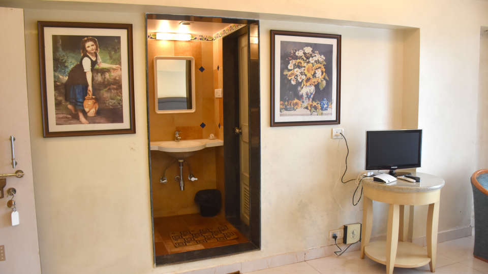 Deluxe Rooms at Kohinoor Highway - Dapoli Maharashtra 4