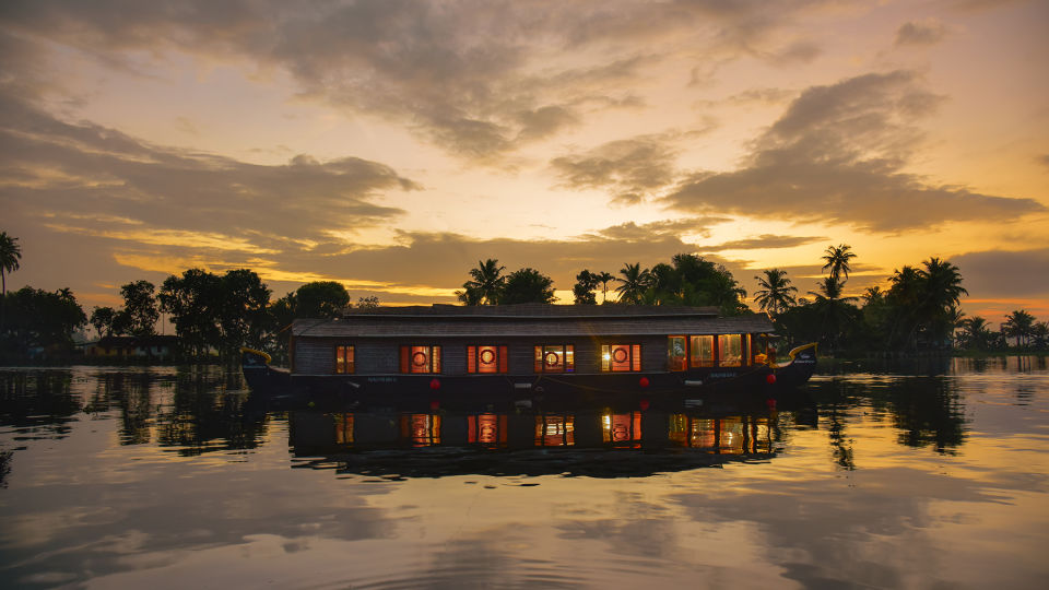 2, Houseboats in Alleppey, luxury houseboats in Alleppey, premium houseboats in Alleppey, backwater cruise in Kerala, luxury houseboats in Kumarakom, houseboat cruise in Kumarakom, best houseboats in Kerala