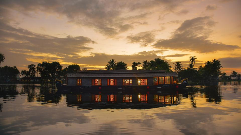 2, Houseboats in Alleppey, luxury houseboats in Alleppey, premium houseboats in Alleppey, backwater cruise in Kerala, luxury houseboats in Kumarakom, houseboat cruise in Kumarakom, best houseboats in Kerala