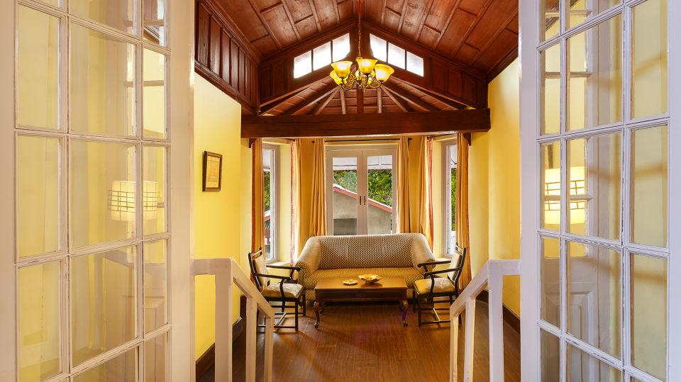 The Earl's Court, Nainital Nainital Heritage room-Living area