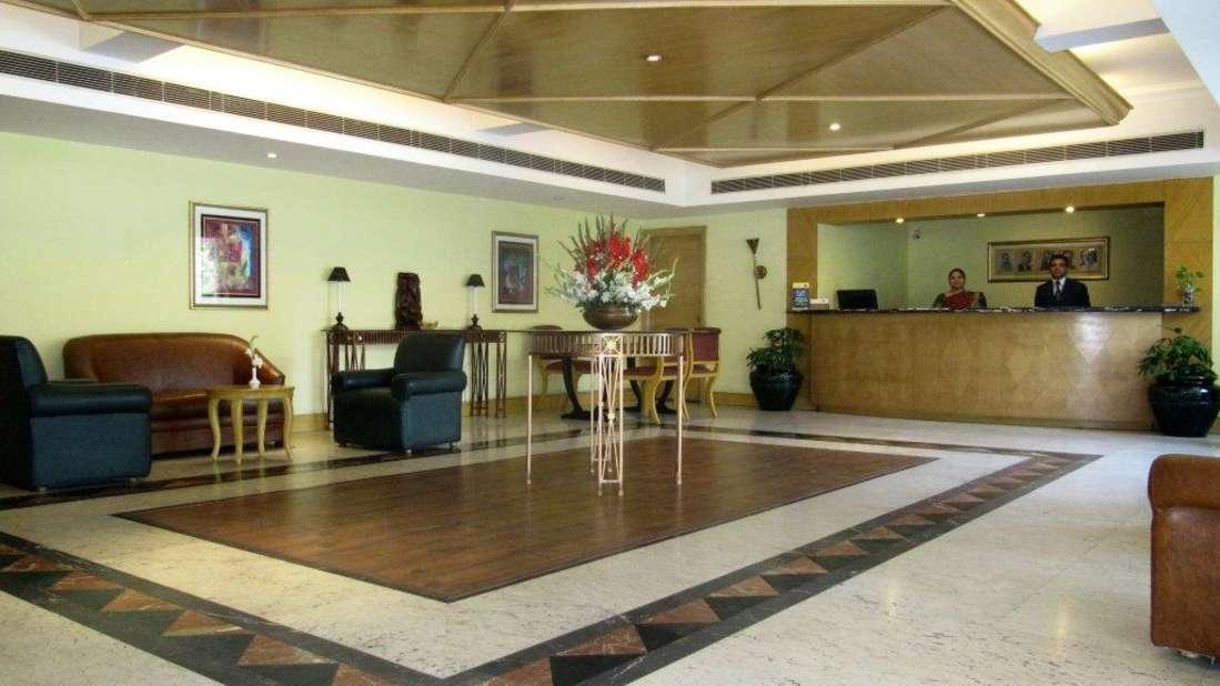Lobby W Wood F