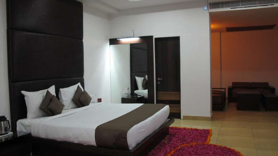 premium rooms TGI Apple Inn Jaipur 3