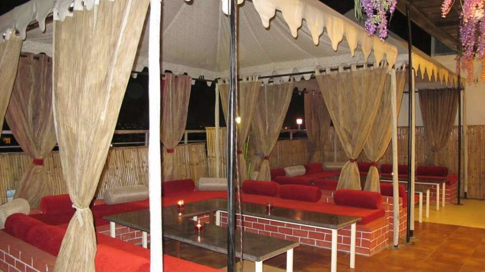 rooftop dining TGI Apple Inn Jaipur 3