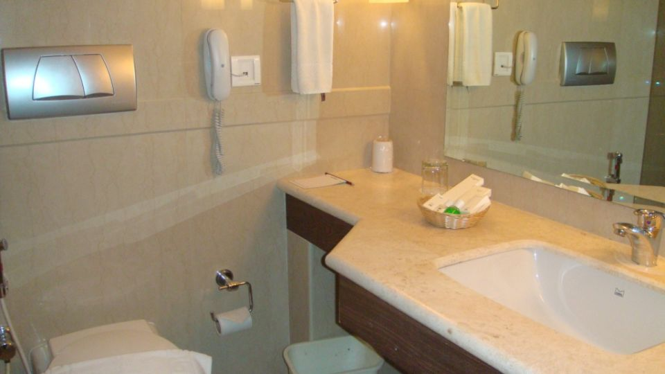 Washroom, luxury rooms in Kochi  2