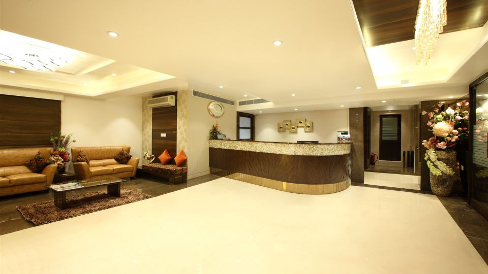 Front-desk | Hotel Suba Palace, Mumbai 2