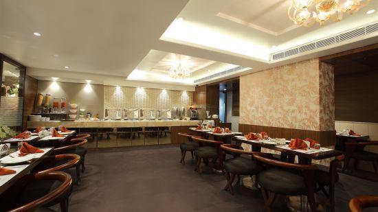 Dining| Hotel Suba Palace, Mumbai 3