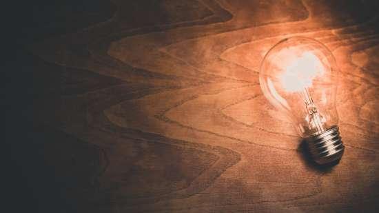 light-bulb-1246043 1920