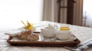 croppedimage1200674-Hotel-Moskva-Breakfast-Room-Service