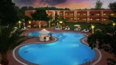 Exterior Hotel Clarks Khajuraho 19 cjwx50