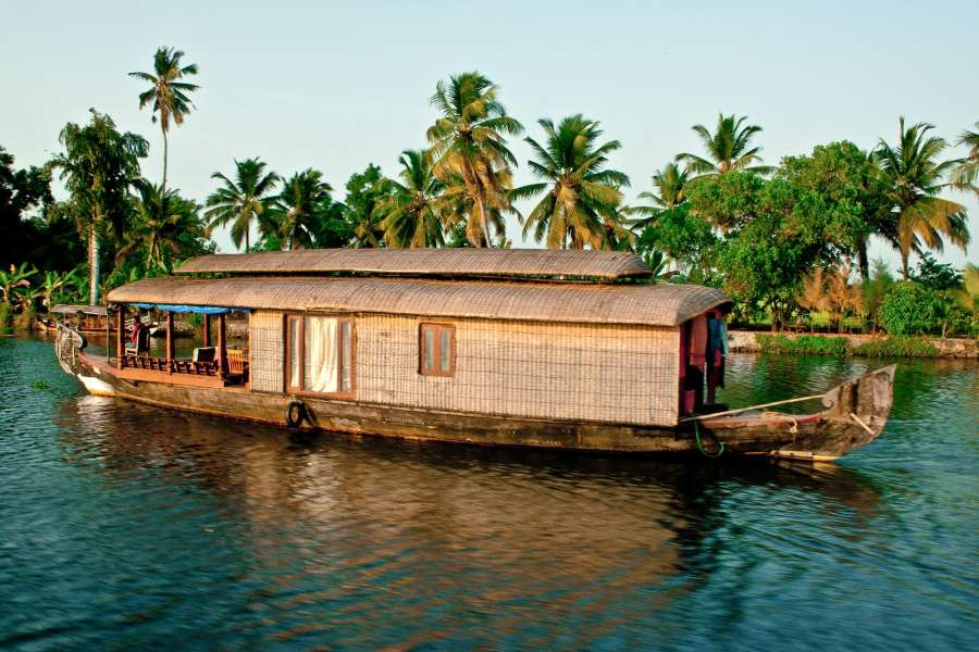 alt-text backwaters-2075753 1920