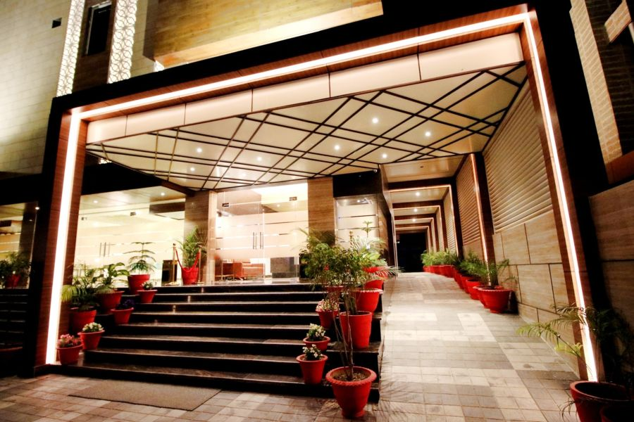 alt-text Entrance of Pinnacle by 1589 Hotels, hotel in Transport Nagar