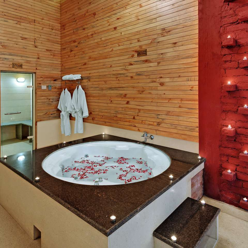 Jacuzzi at The Manali Inn Hotel