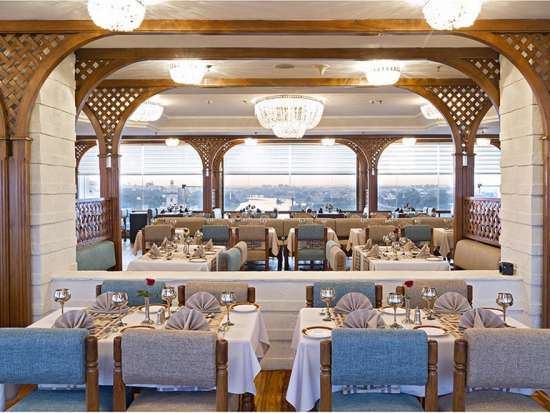 Falaknuma Restaurant at Clarks Avadh, hotel near gomti river in Lucknow, Luknow Hotel