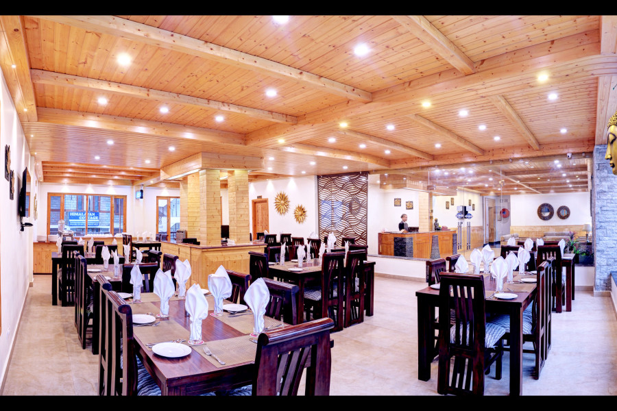 alt-text restaurant 2