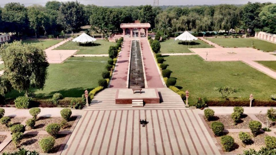 Mughal Lawns