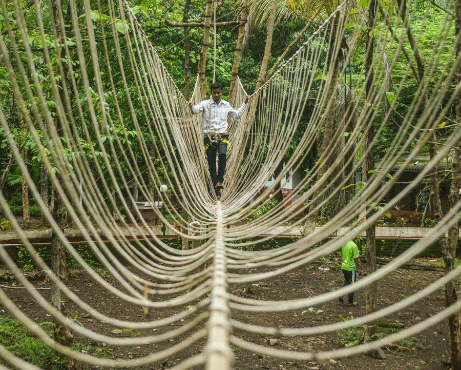 alt-text Burma Bridge - Sajan 1