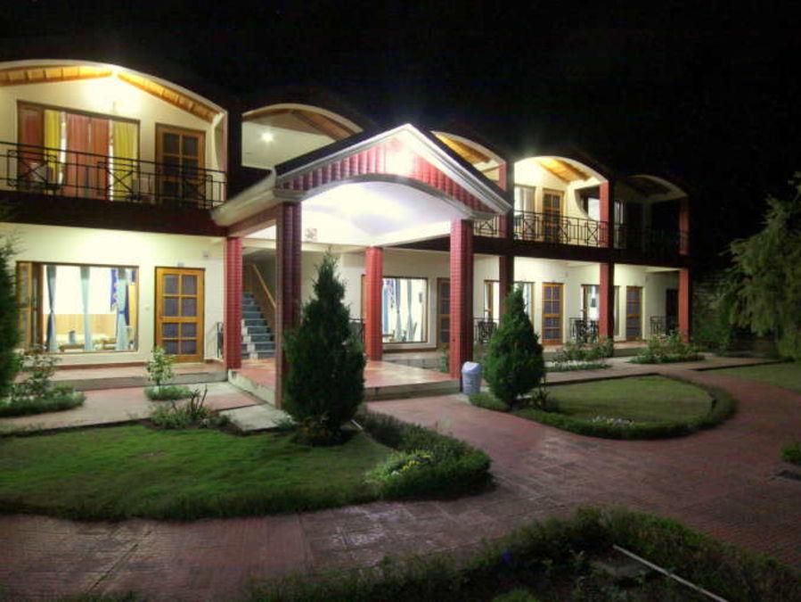 alt-text Ojaswi Himalayan Resort, Mukteshwar Nainital Night View of Ojaswi Hotel and Resort in Chaukori xjudul