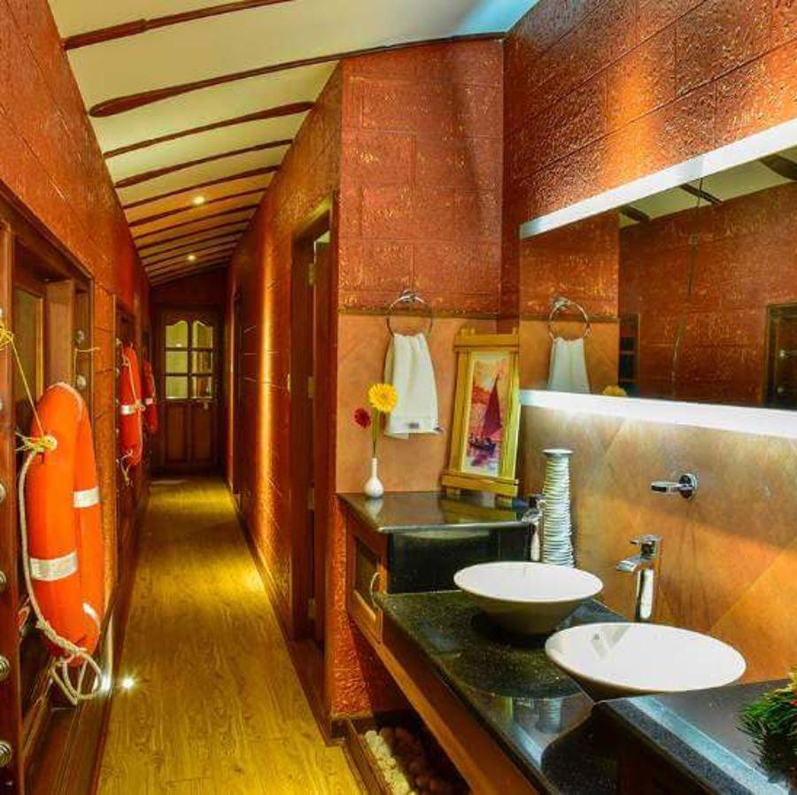 alt-text 4, Houseboats in Alleppey, luxury houseboats in Alleppey, premium houseboats in Alleppey, backwater cruise in Kerala, luxury houseboats in Kumarakom, houseboat cruise in Kumarakom, best houseboats in Kerala