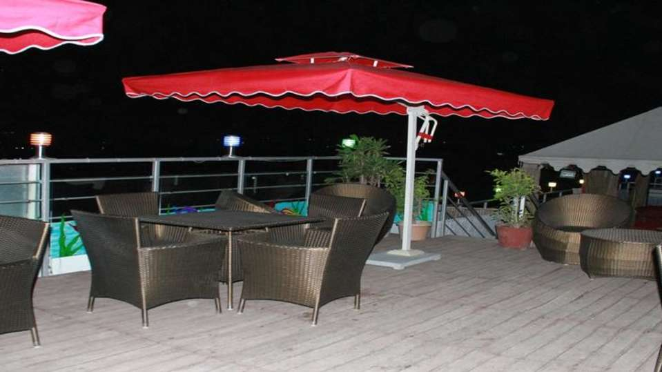 rooftop dining TGI Apple Inn Jaipur 4