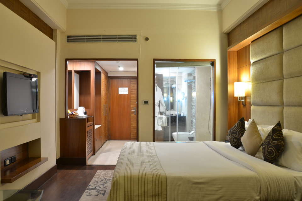 Premium Rooms at The Bristol Hotel Gurgaon, Rooms Near Sikanderpur Metro Station 999