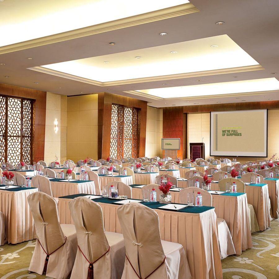 alt-text meeting-halls-in-delhi-992298 1280