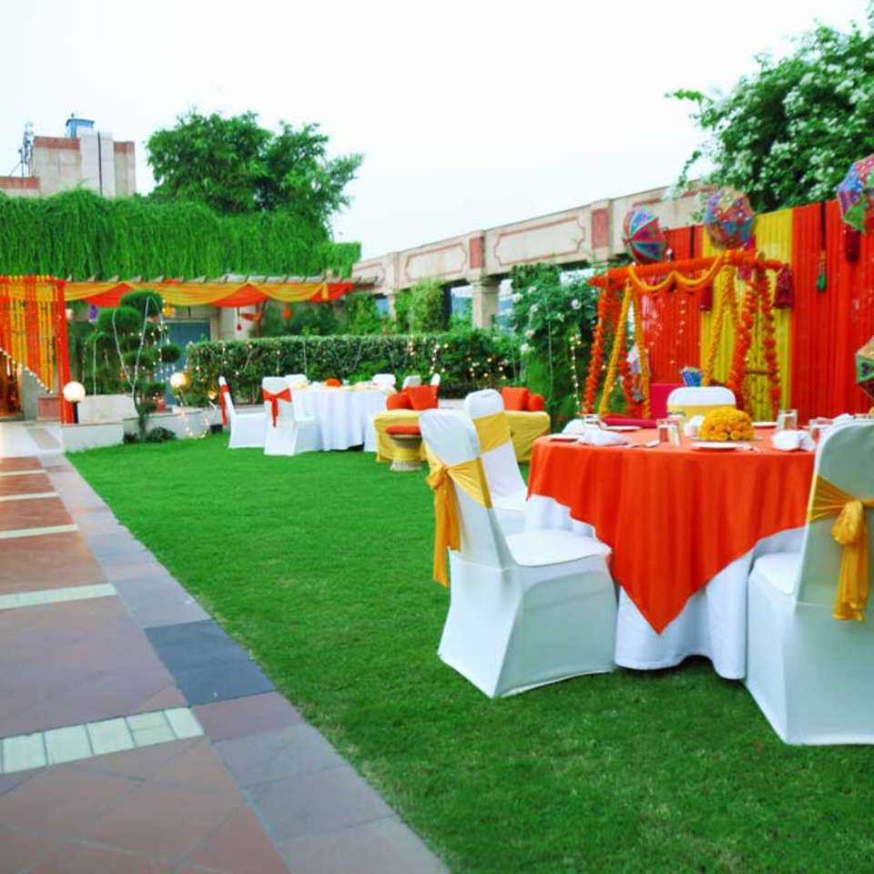 Pool Side, The Bristol Hotel Gurgaon, Banquet Hall In Gurgaon 5097