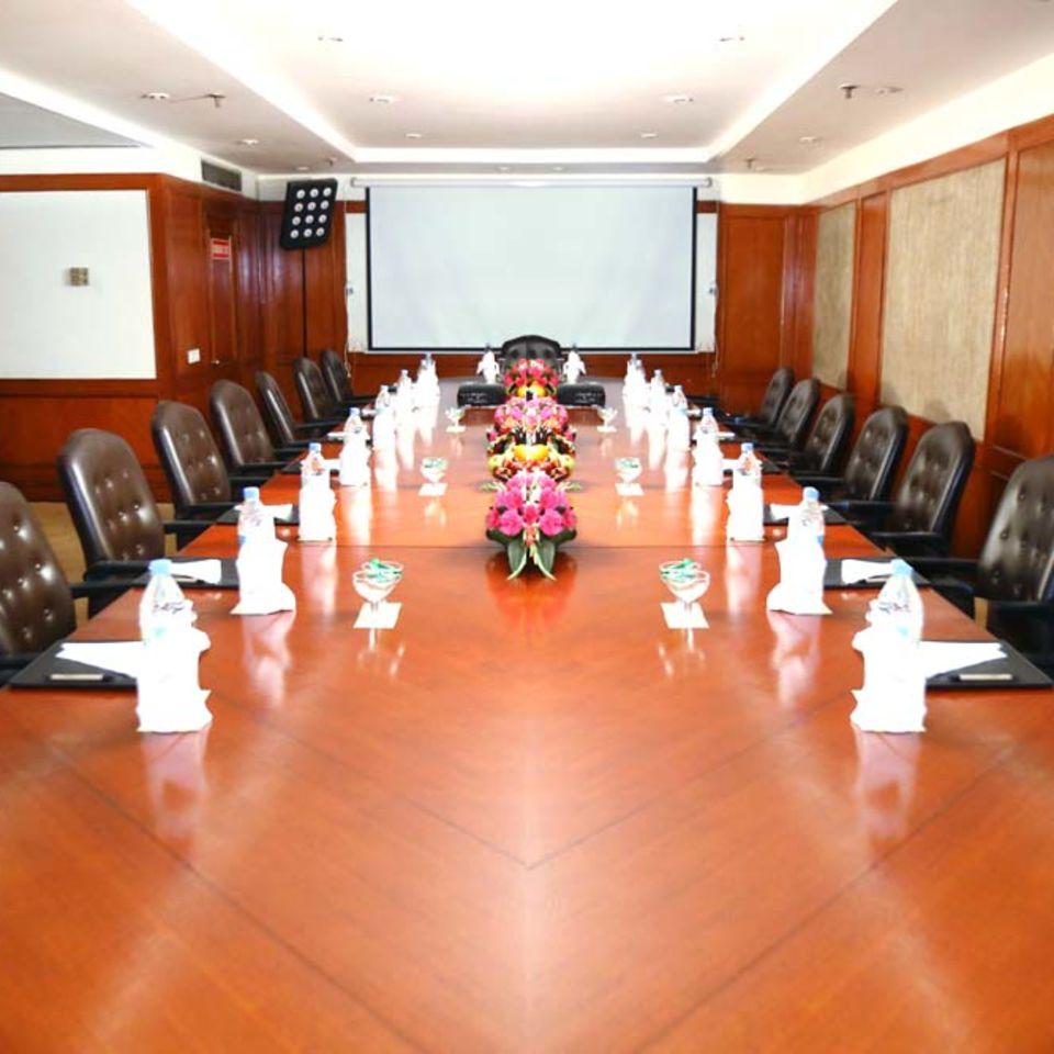 The Monarch, The Bristol Hotel Gurgaon, Boardroom in Gurgaon 3
