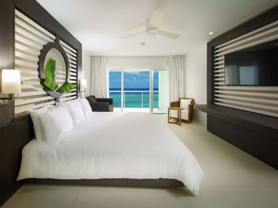 alt-text Sky Club Ocean View Spa Suite, S Hotel Jamaica, Accommodation in Montego Bay