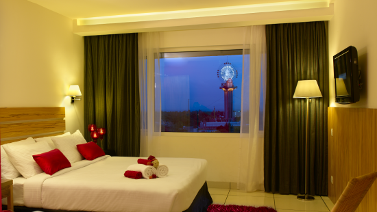 Bedroom with Skywheel