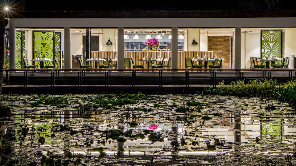 Restaurant facade Night-2
