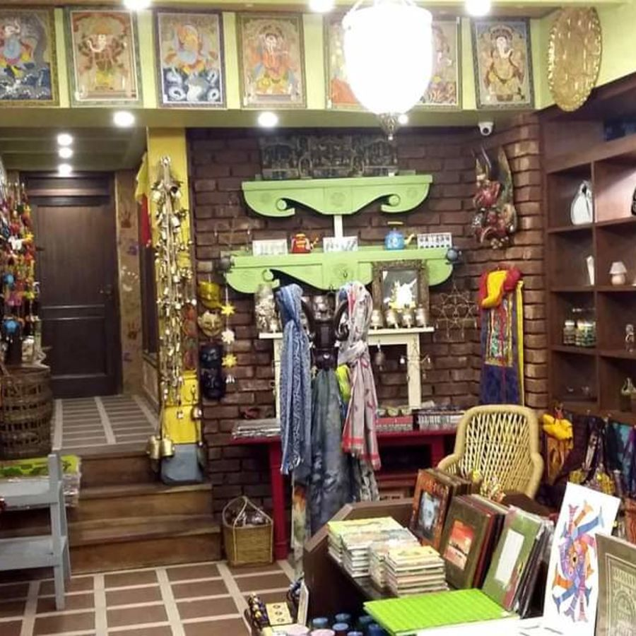 alt-text Mantra Art Shop at hotel mount view 12