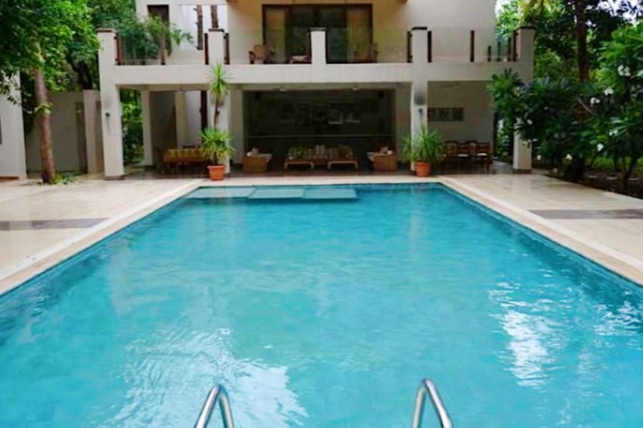 alt-text Swimming Pool