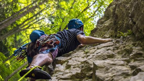climbing-2609319 1920