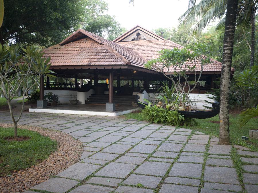 alt-text Restaurant at Niraamaya Retreats Surya Samudra, Kovalam Beach Resort 8