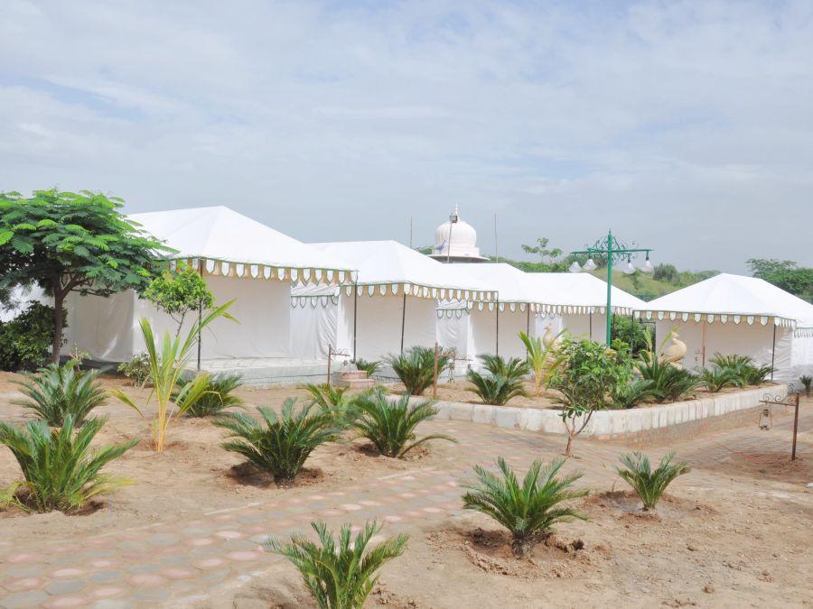 alt-text 16 Executive Tent